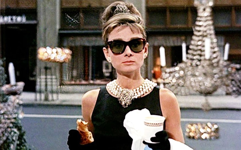 Read more about the article Bling-binge? Here are 10 great jewelry movies!