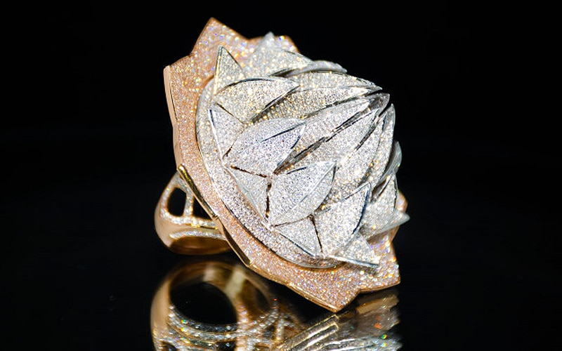 Read more about the article See video of a 7777-diamond world record ring!