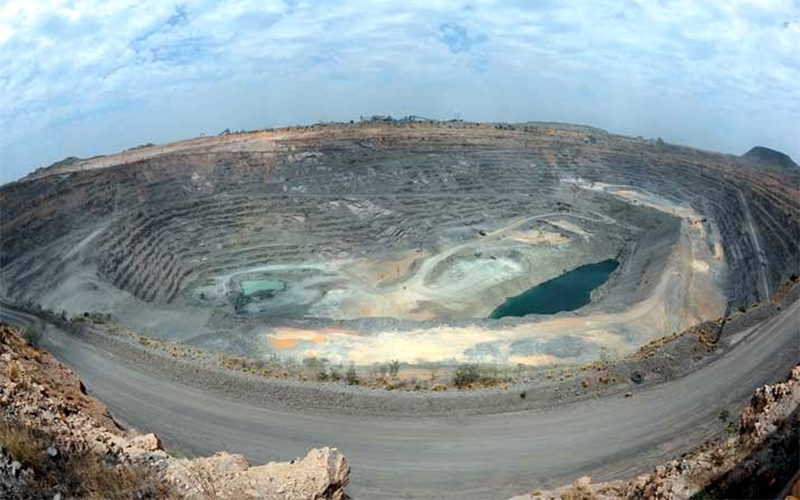 Read more about the article World's richest diamond mine 'Goes Underground'