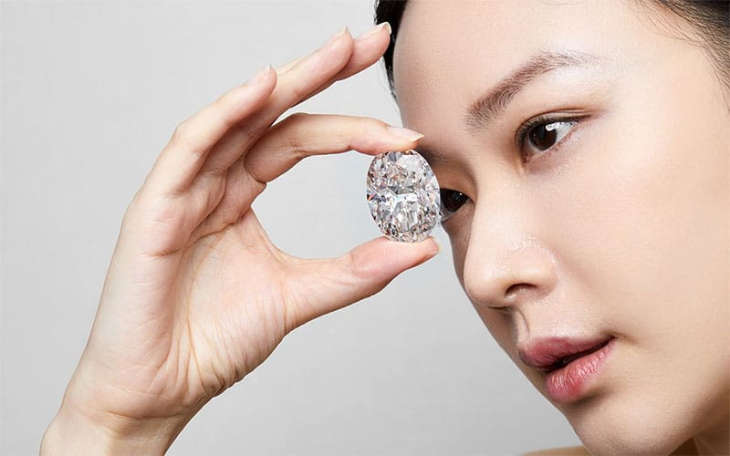 Read more about the article 102 carat diamond sells for $15.7 million, breaking records